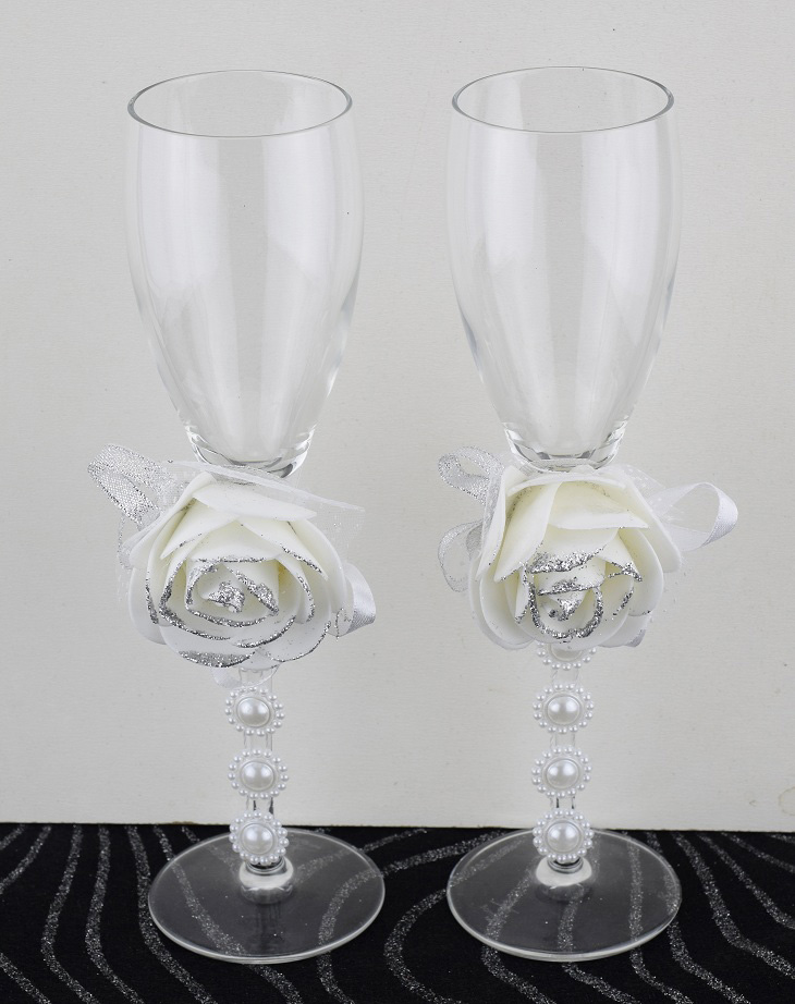 2 verres a champagne garni d 39 une fleur pour mariage ceremonie. Black Bedroom Furniture Sets. Home Design Ideas